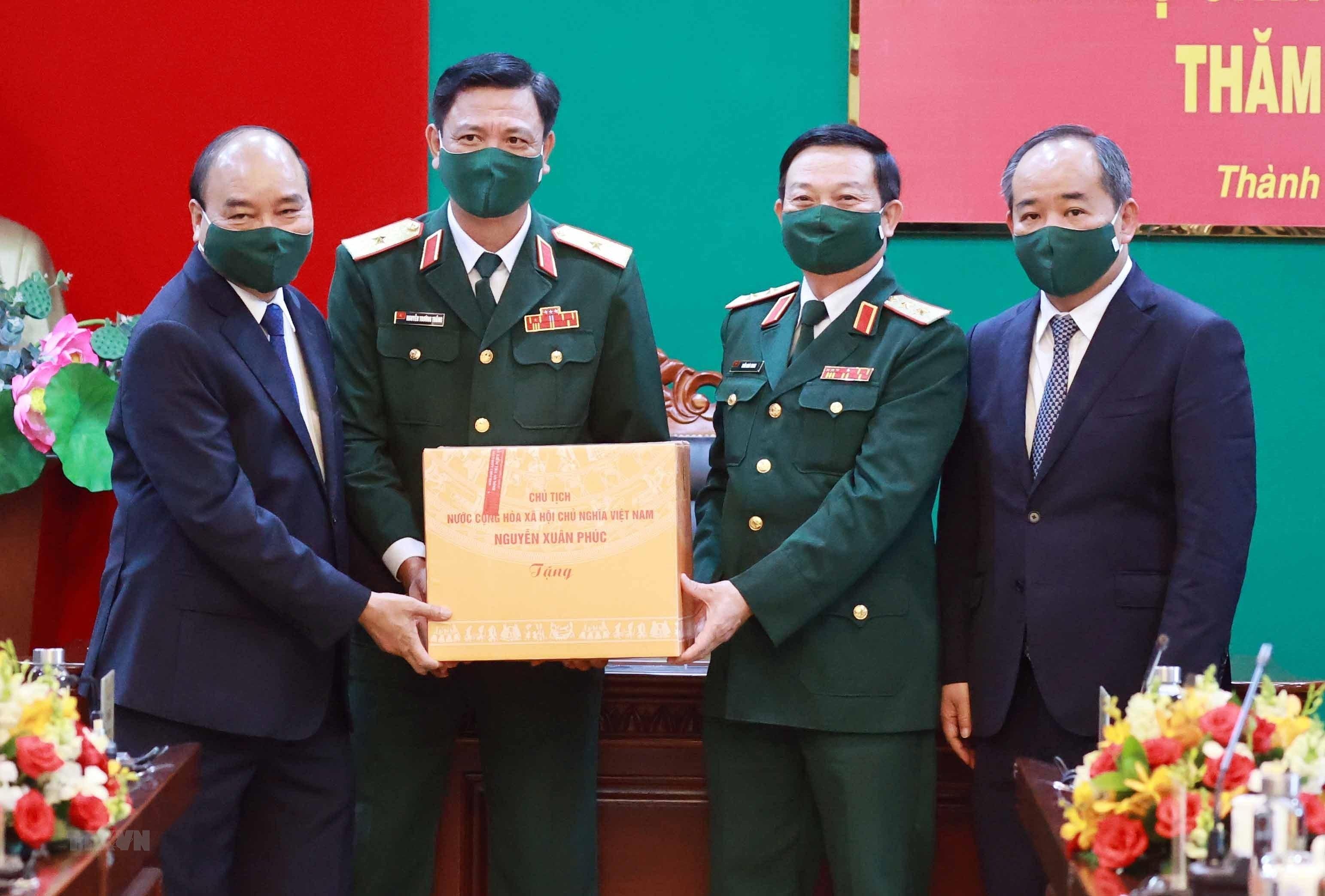 Hinh anh Chu tich nuoc Nguyen Xuan Phuc tham, lam viec tai Quan khu 7 hinh anh 6
