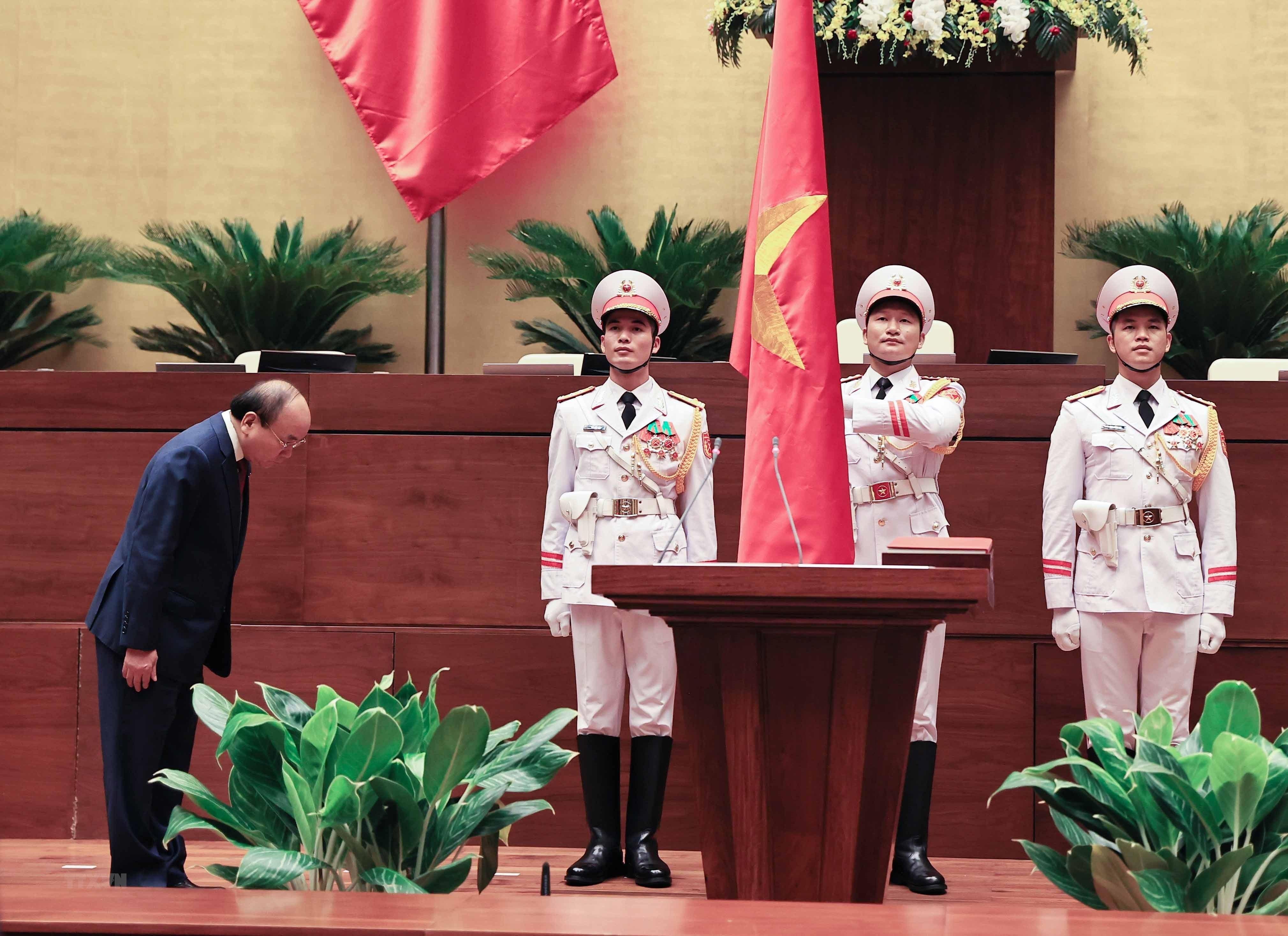 [Photo] Ong Nguyen Xuan Phuc nham chuc Chu tich nuoc hinh anh 2