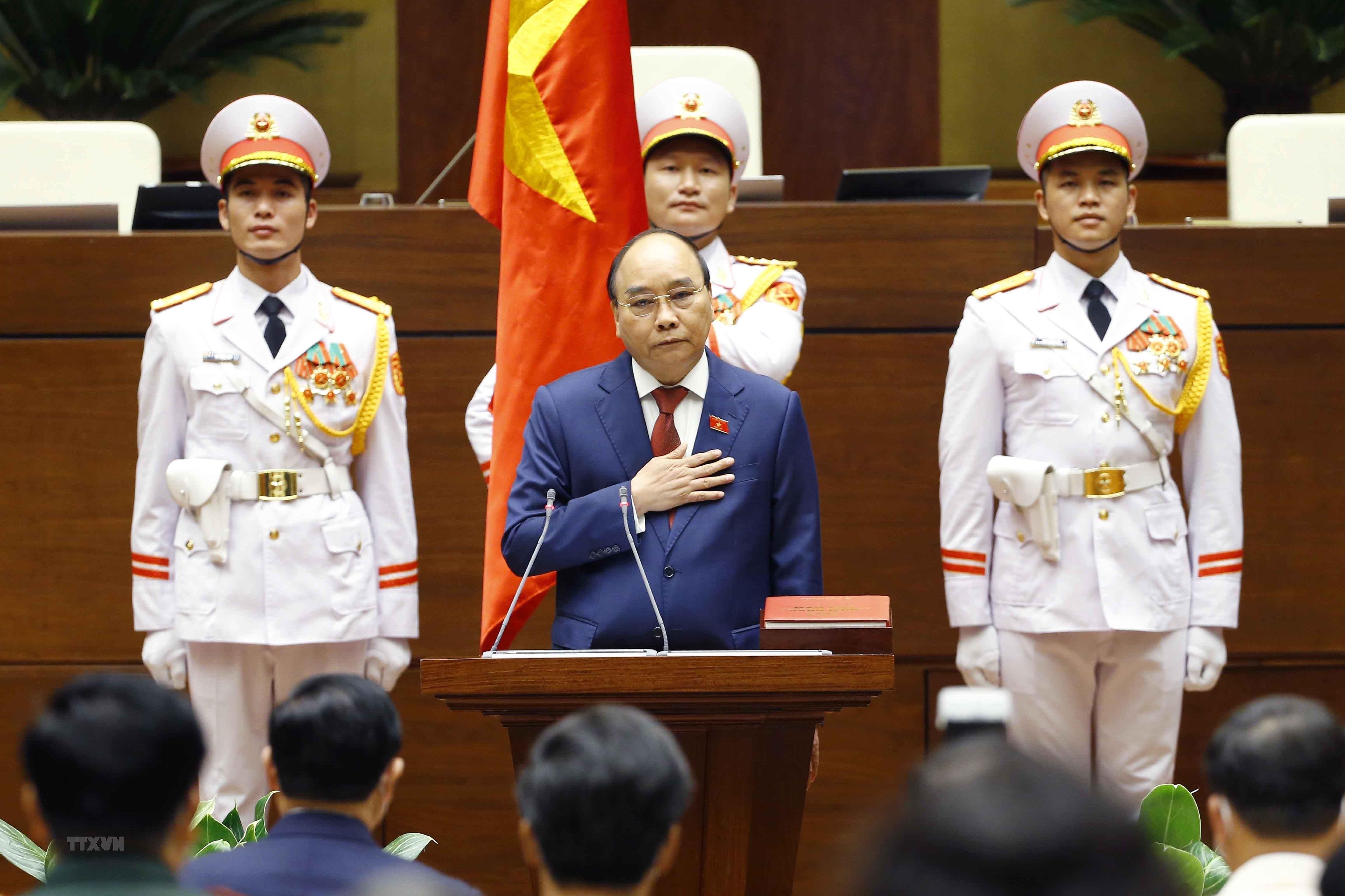 [Photo] Ong Nguyen Xuan Phuc nham chuc Chu tich nuoc hinh anh 7