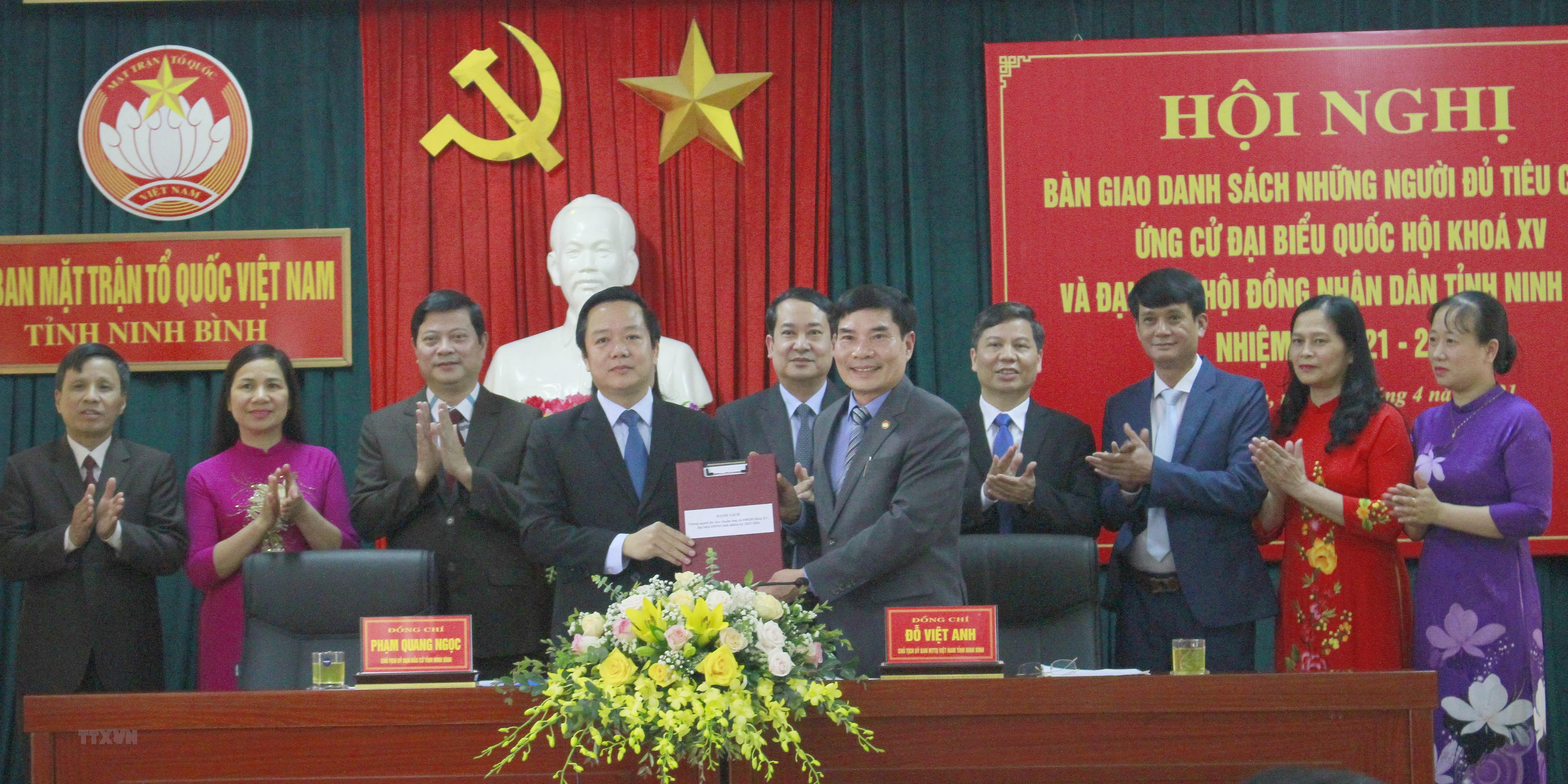 Ninh Binh to chuc cac hoi nghi van dong bau cu phu hop chong dich hinh anh 1