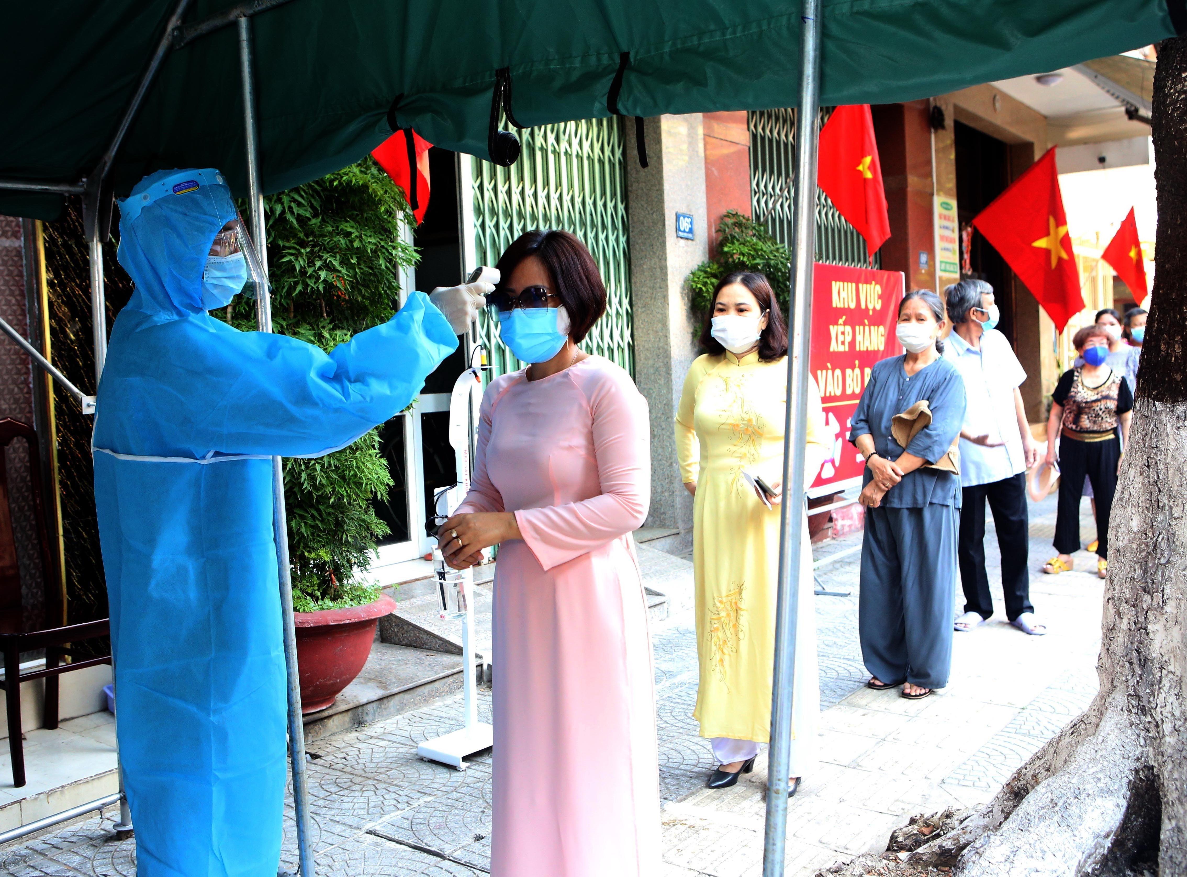 Cu tri Quang Nam, Da Nang tuan thu nghiem viec phong dich khi bau cu hinh anh 1