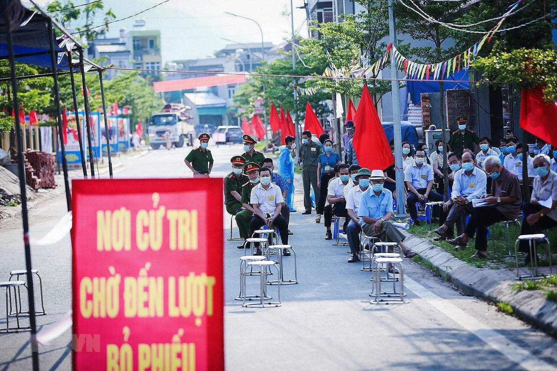 Bo truong Noi vu: Di thang vao vung dich xu ly cac tinh huong xay ra hinh anh 2