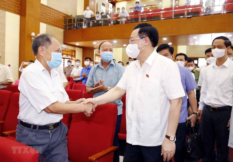 Chu tich Quoc hoi Vuong Dinh Hue tiep xuc cu tri thanh pho Hai Phong hinh anh 2