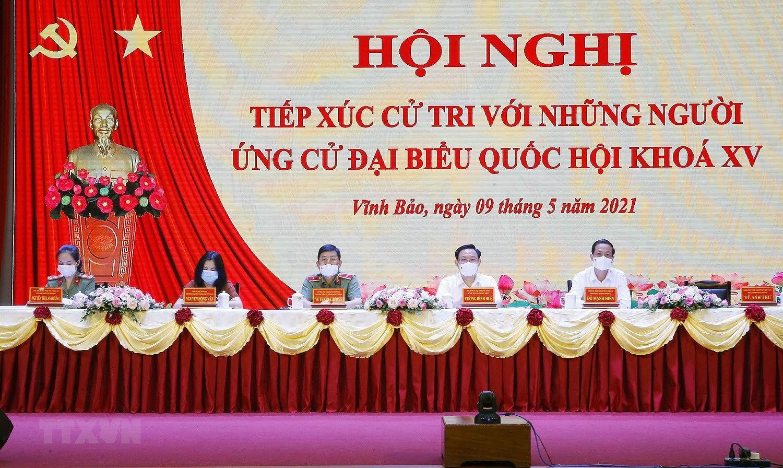Chu tich Quoc hoi Vuong Dinh Hue tiep xuc cu tri thanh pho Hai Phong hinh anh 4