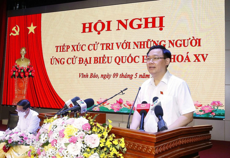 Chu tich Quoc hoi Vuong Dinh Hue tiep xuc cu tri thanh pho Hai Phong hinh anh 5