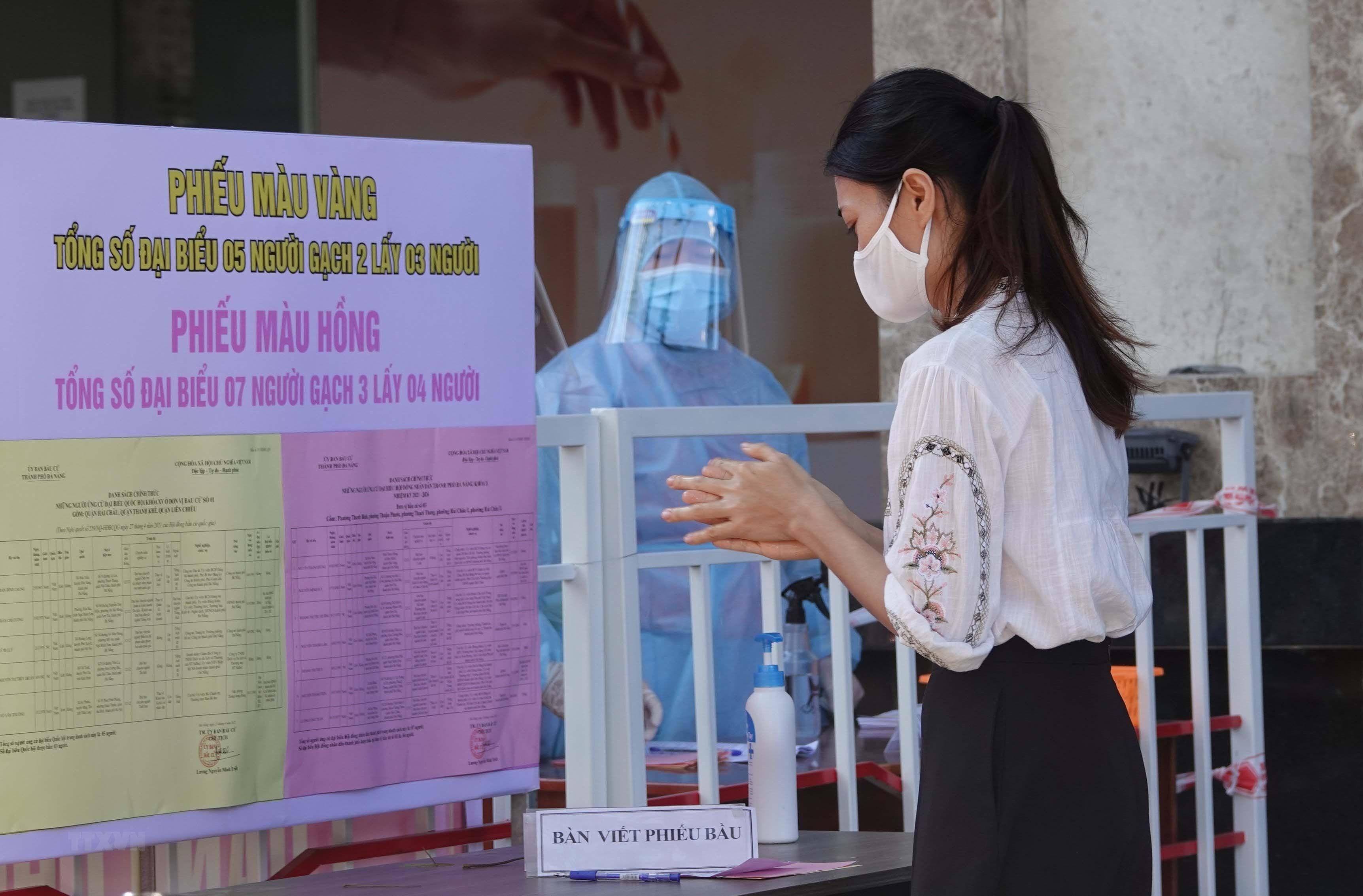 Hinh anh Da Nang dien tap bau cu trong khu cach ly COVID-19 hinh anh 2