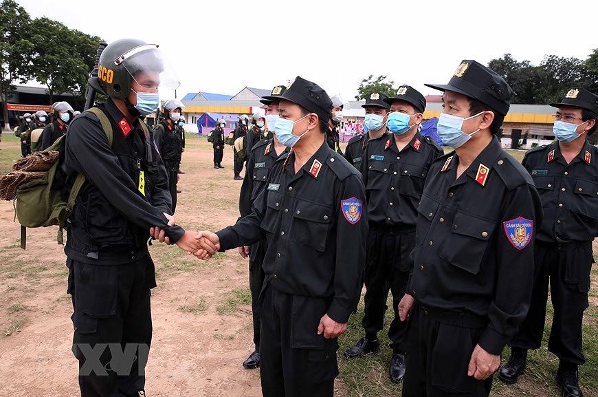 Tang cuong canh sat co dong ho tro Bac Giang tuan tra, chong dich hinh anh 1