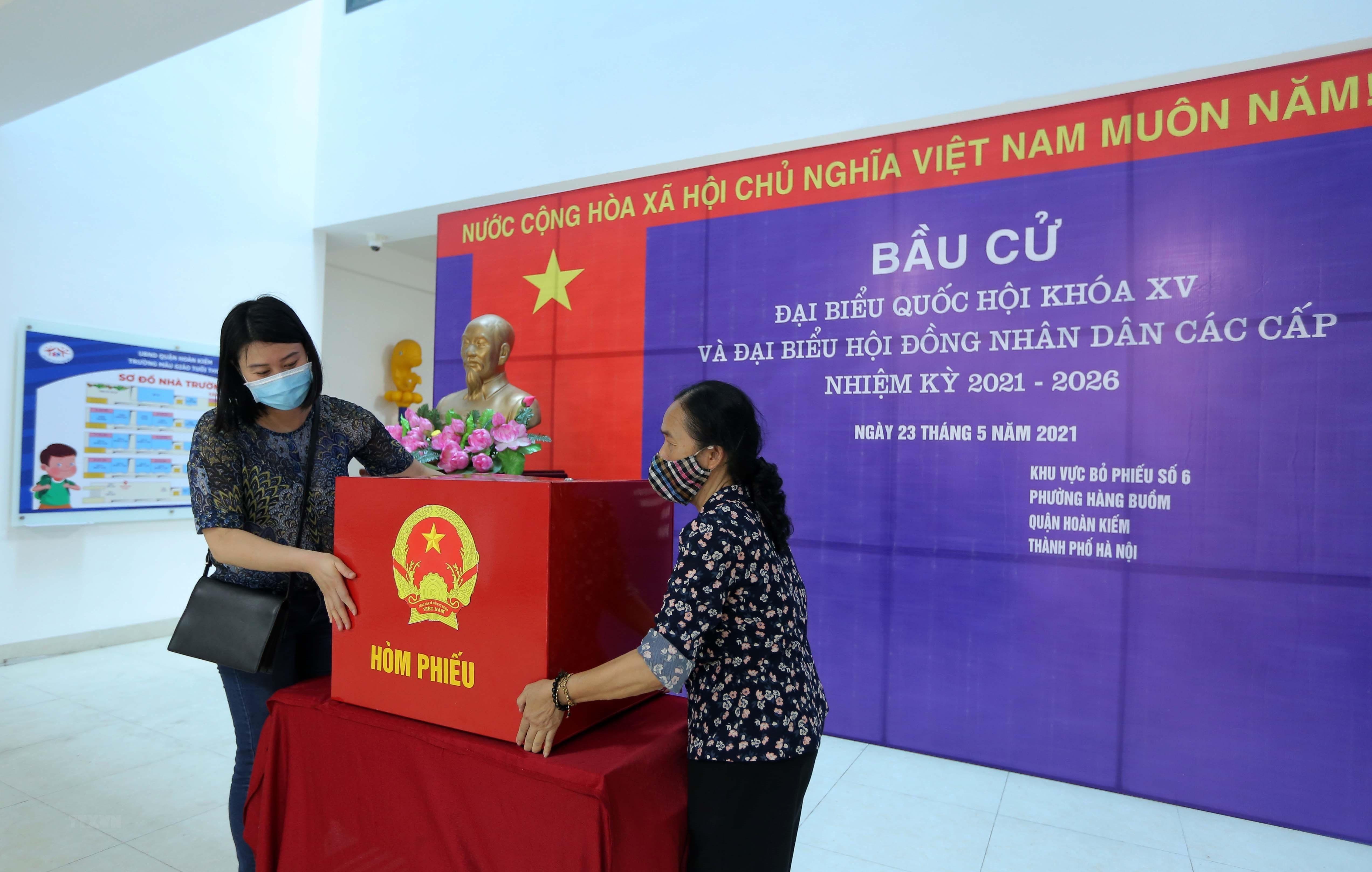 [Photo] Ha Noi chuan bi san sang cho ngay bau cu Quoc hoi hinh anh 4