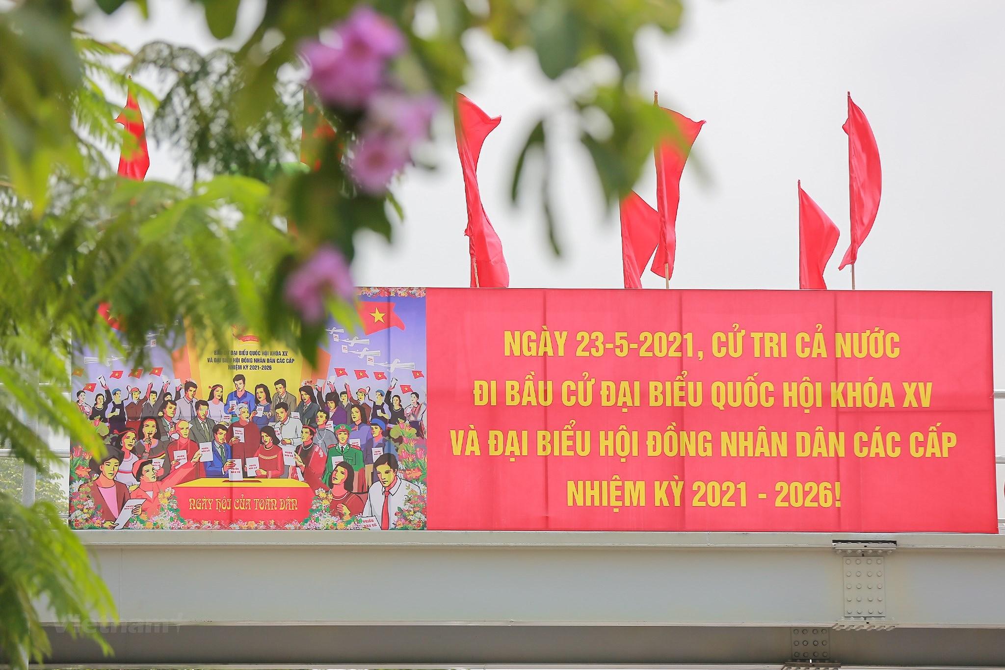 Pho phuong Ha Noi ruc ro co hoa chao don ngay hoi trong dai toan quoc hinh anh 15