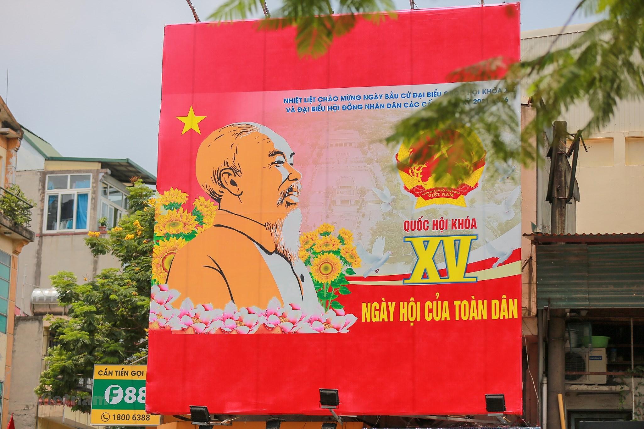 Pho phuong Ha Noi ruc ro co hoa chao don ngay hoi trong dai toan quoc hinh anh 18