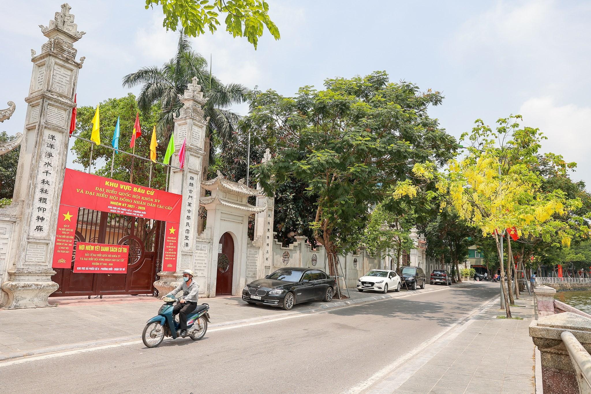 Pho phuong Ha Noi ruc ro co hoa chao don ngay hoi trong dai toan quoc hinh anh 20