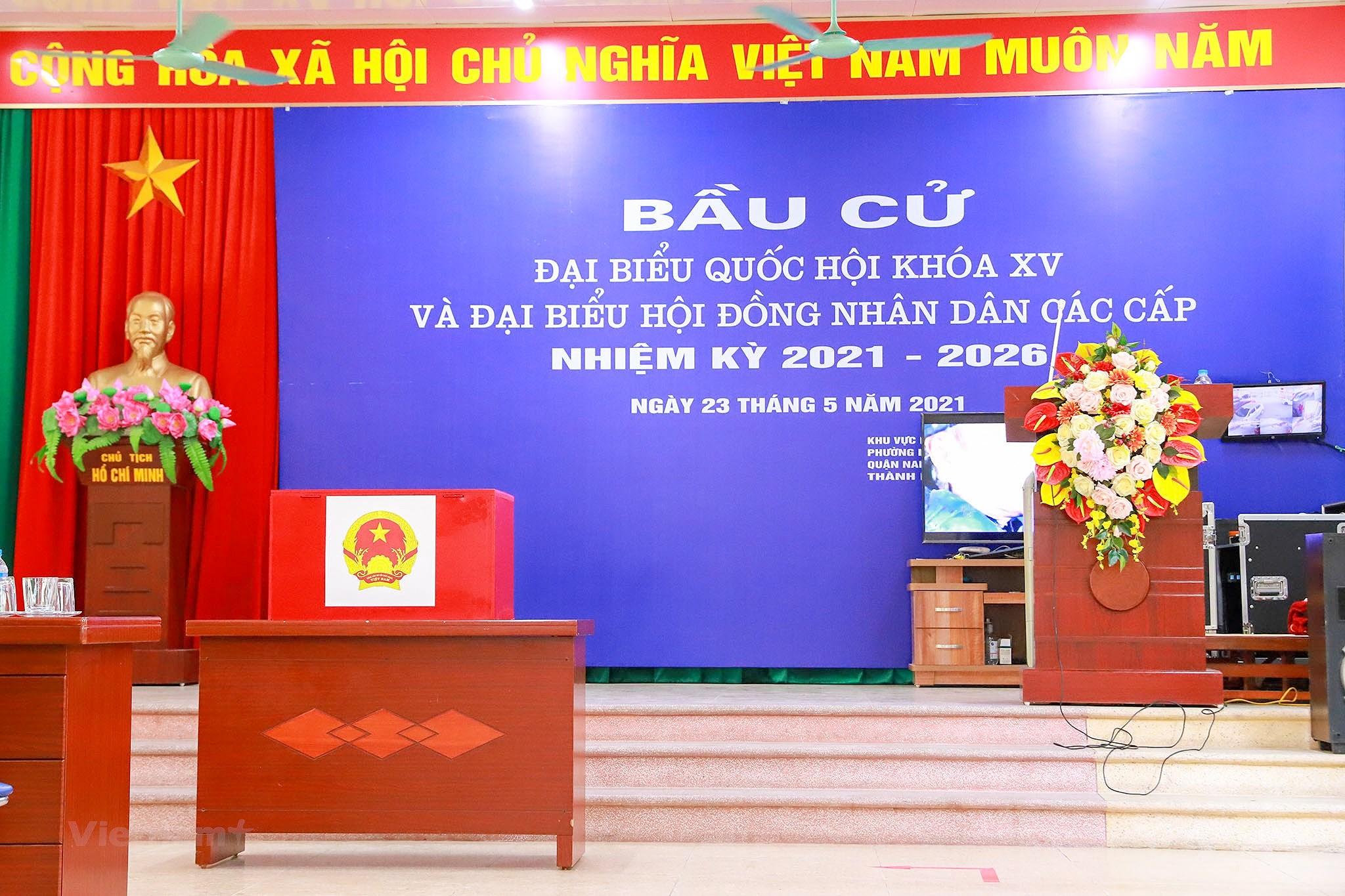 Pho phuong Ha Noi ruc ro co hoa chao don ngay hoi trong dai toan quoc hinh anh 24