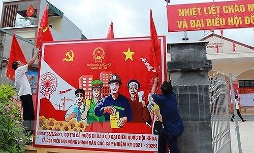 Cong chuc, vien chuc tinh Quang Ninh di lam ngay thu Bay 15 va 22/5 hinh anh 1
