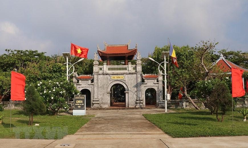 Sacred national flag on Truong Sa archipelago hinh anh 4