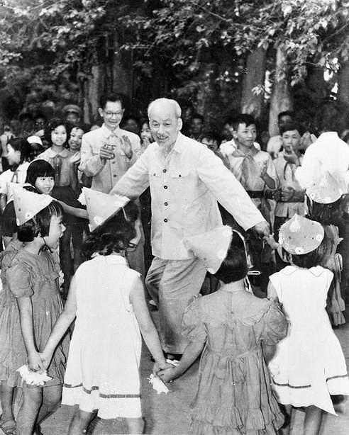 President Ho Chi Minh: Children's beloved uncle hinh anh 10