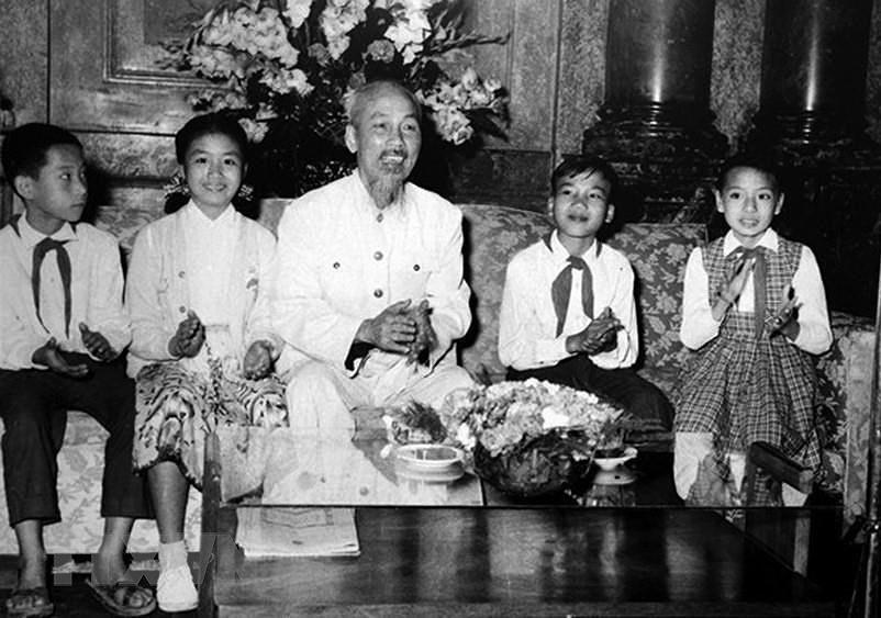 President Ho Chi Minh: Children's beloved uncle hinh anh 2