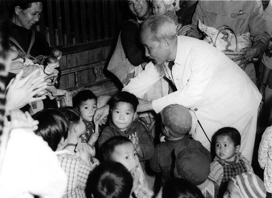 President Ho Chi Minh: Children's beloved uncle hinh anh 4
