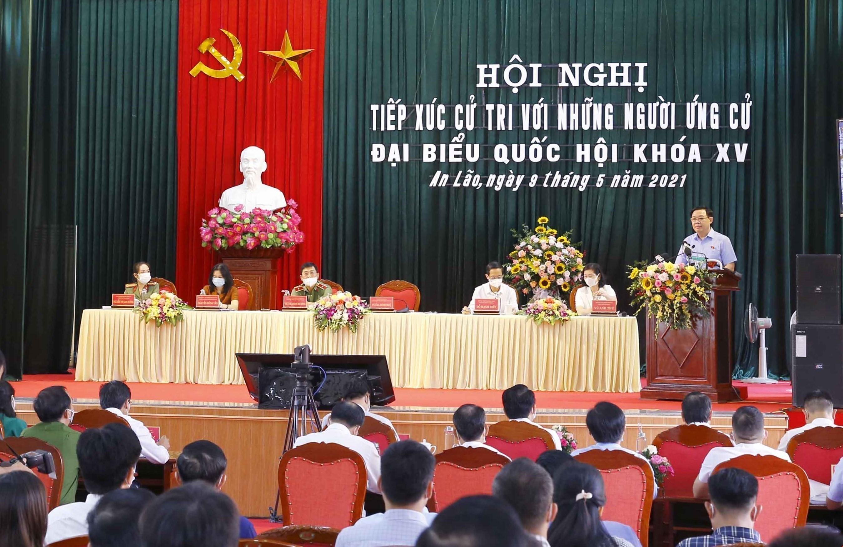 Top legislator meets voters in Hai Phong city hinh anh 2