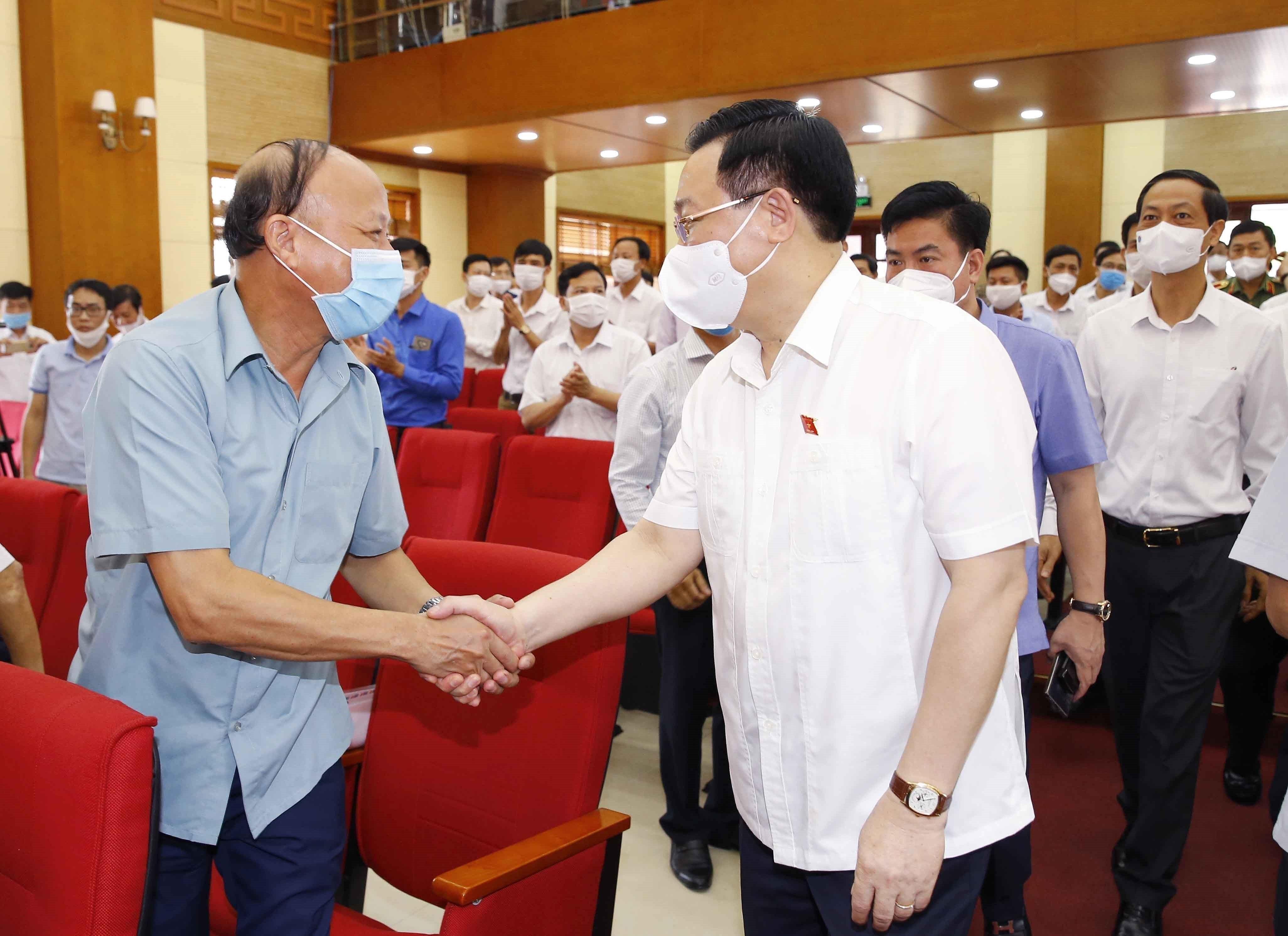Top legislator meets voters in Hai Phong city hinh anh 3