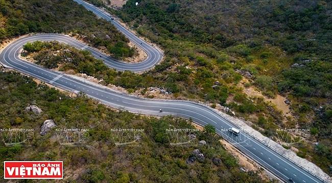 Most stunning coastal road in Vietnam hinh anh 9