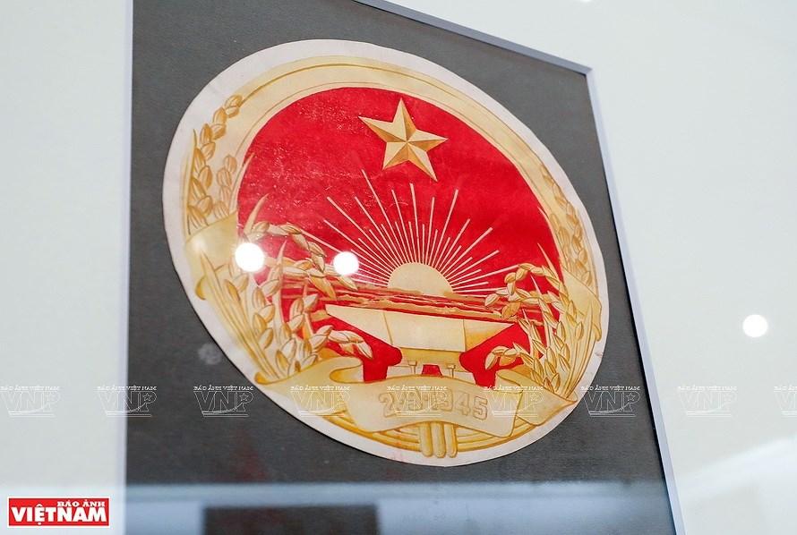 Original drafts of Vietnam's national emblem on display hinh anh 4