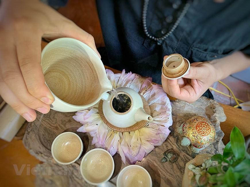 Enjoying lotus scented tea on summer days hinh anh 6