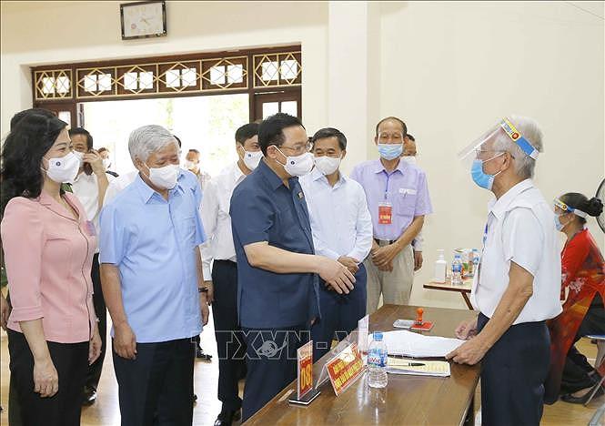NA Chairman examines elections in Bac Ninh, Bac Giang provinces hinh anh 1