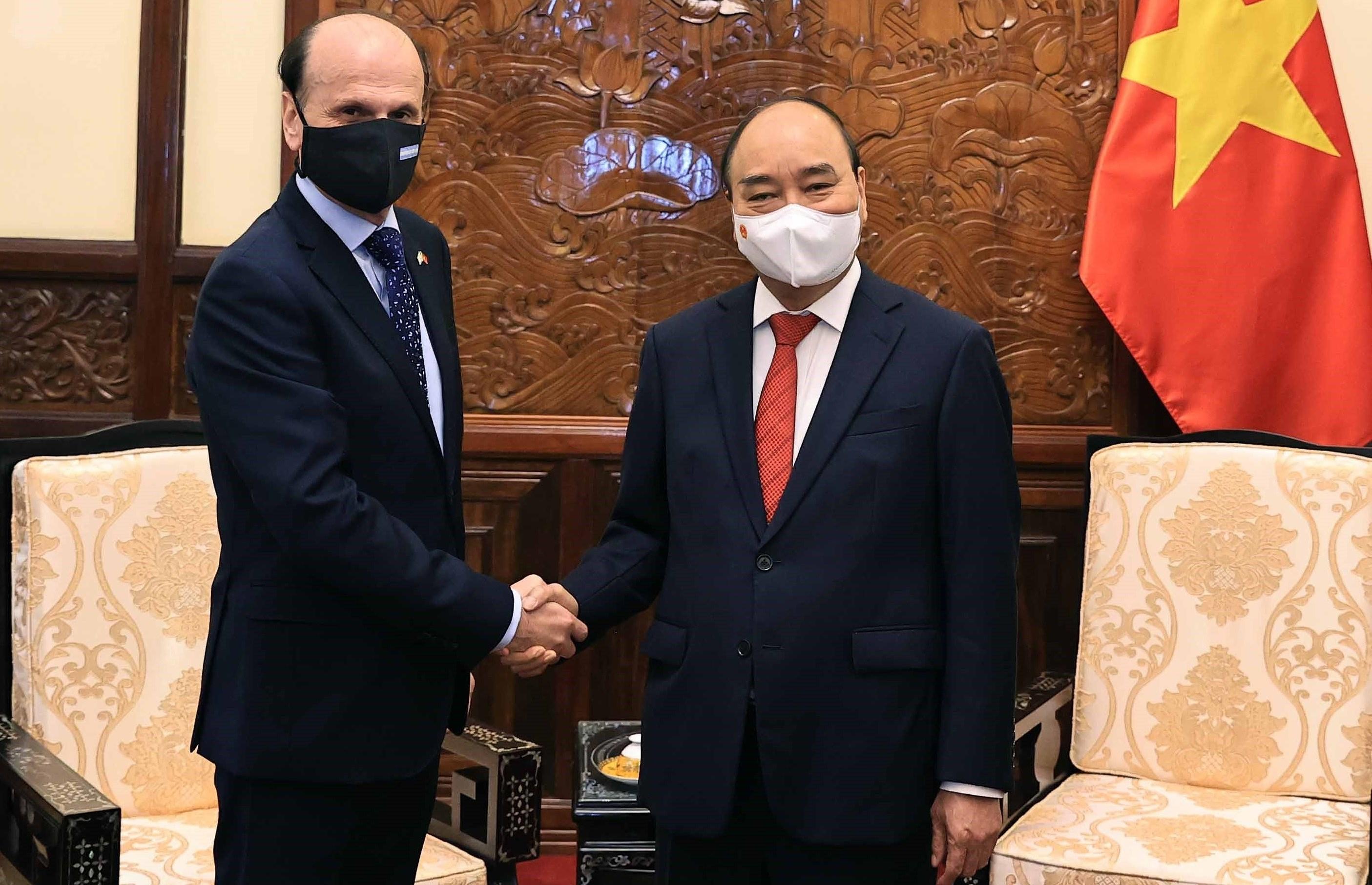 Argentina hopes for strategic partnership with Vietnam: ambassador hinh anh 2
