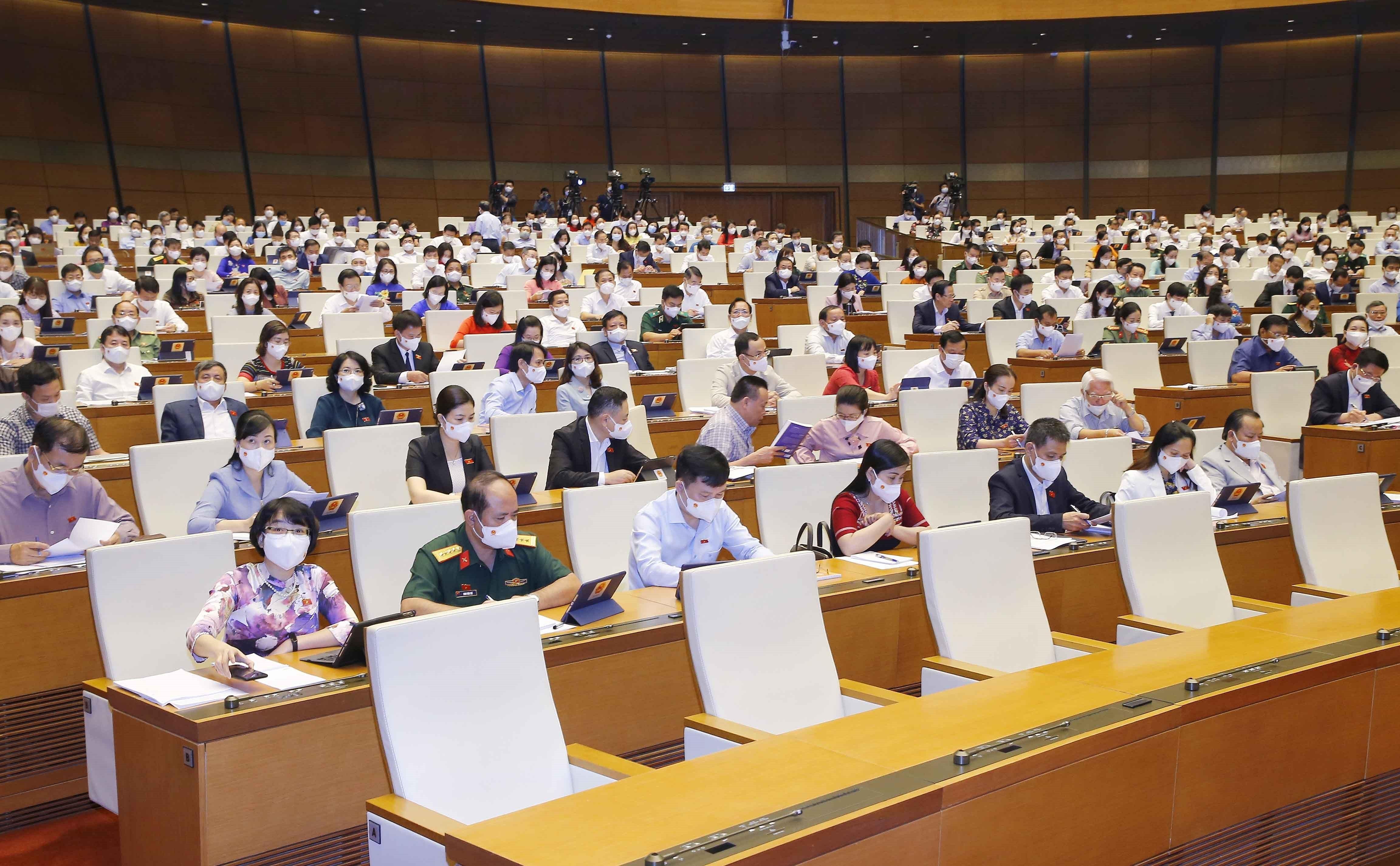 NA talks socio-economic development in 2021, next five years hinh anh 1