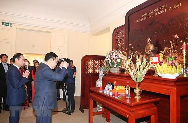 Top legislator meets Vietnamese community in Belgium hinh anh 1