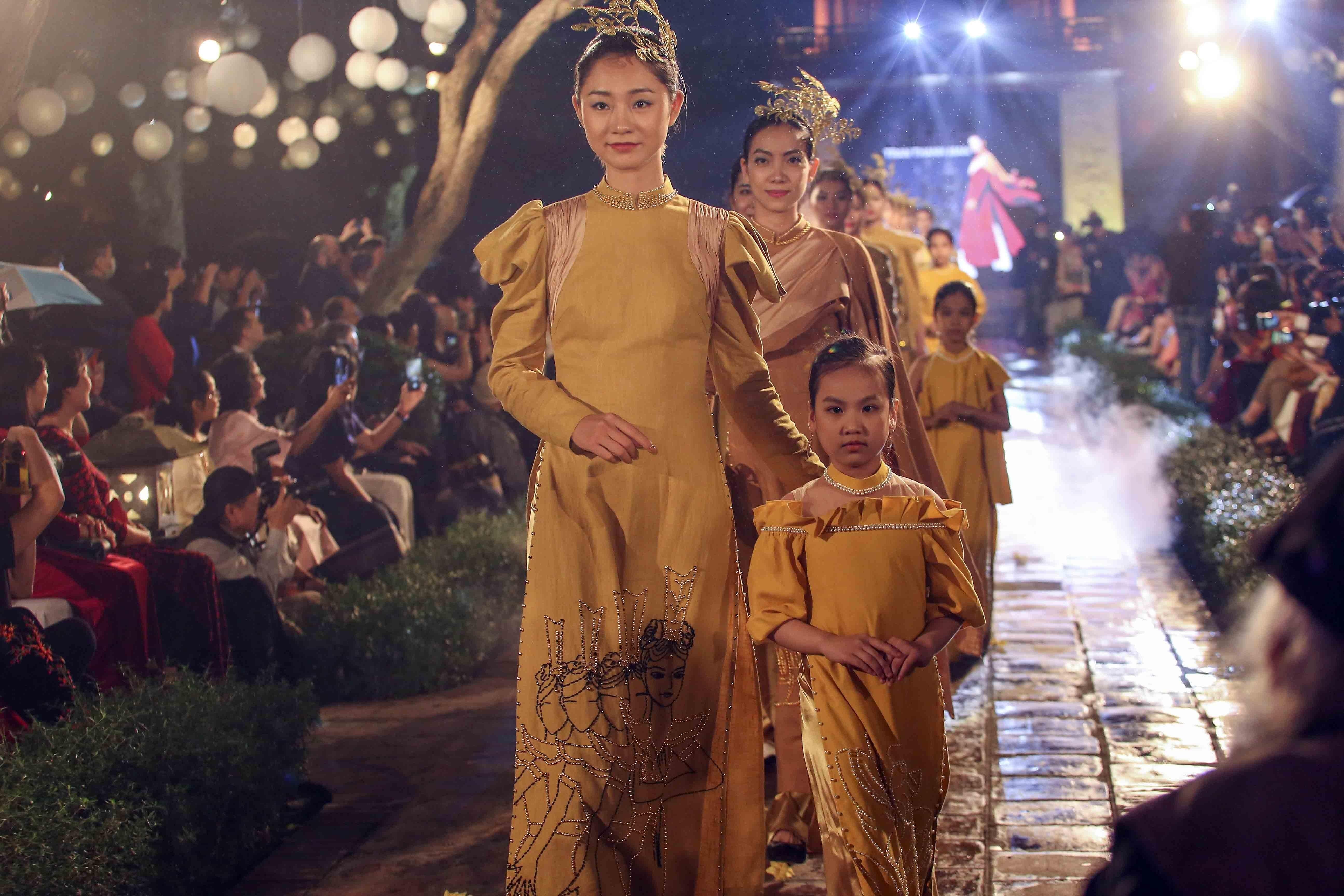 Programme honours beauty of Ao dai hinh anh 1
