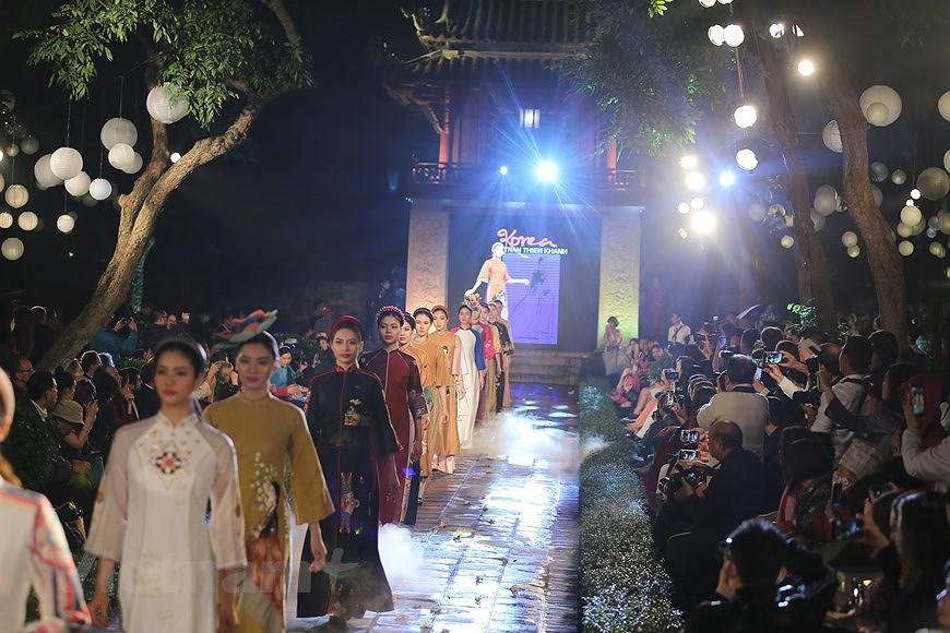 Programme honours beauty of Ao dai hinh anh 10
