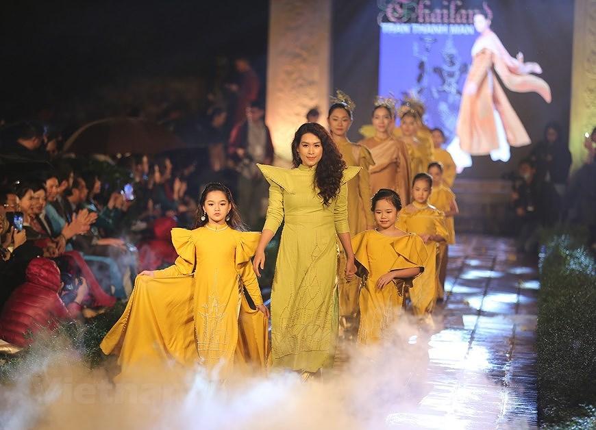Programme honours beauty of Ao dai hinh anh 13