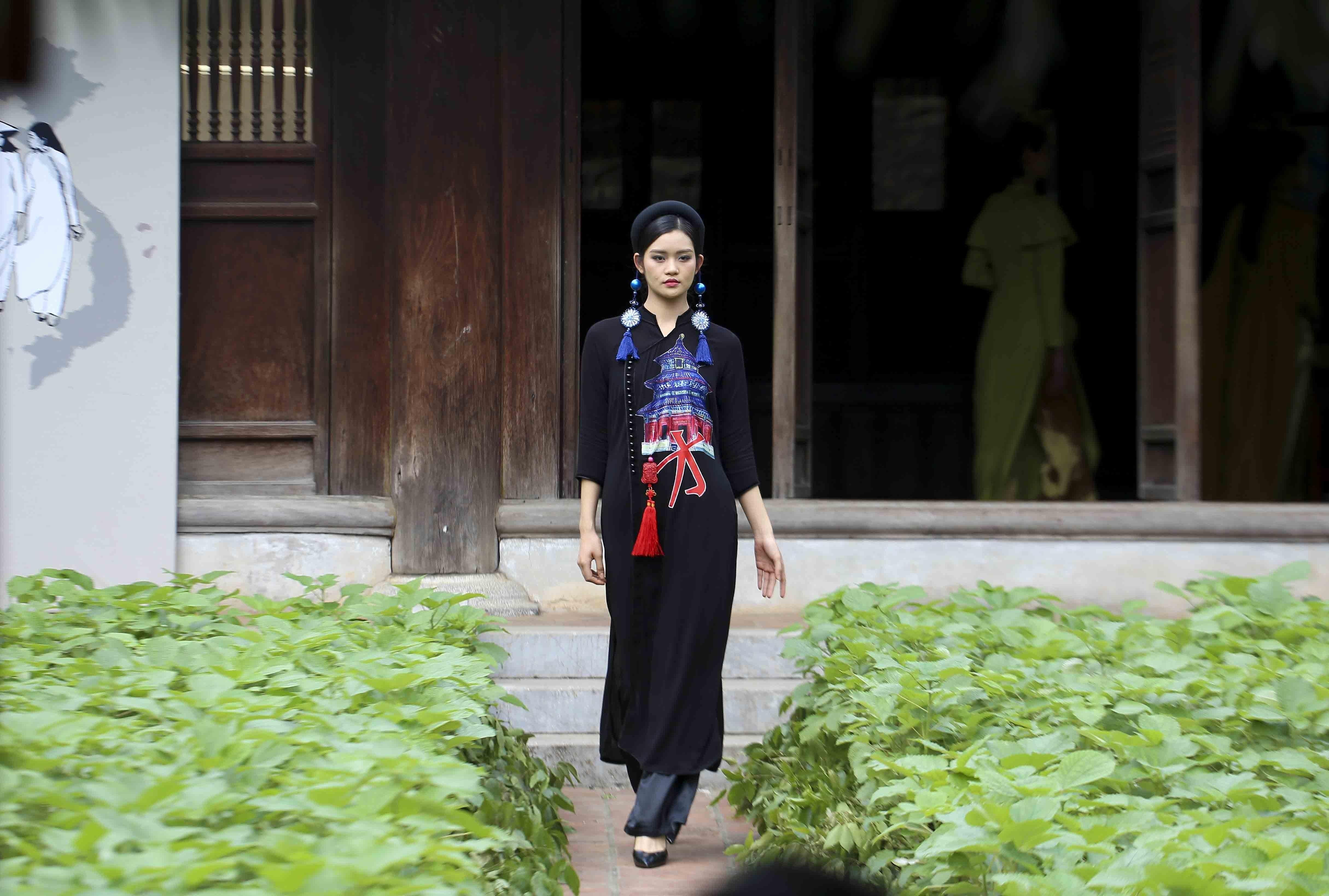 Programme honours beauty of Ao dai hinh anh 6