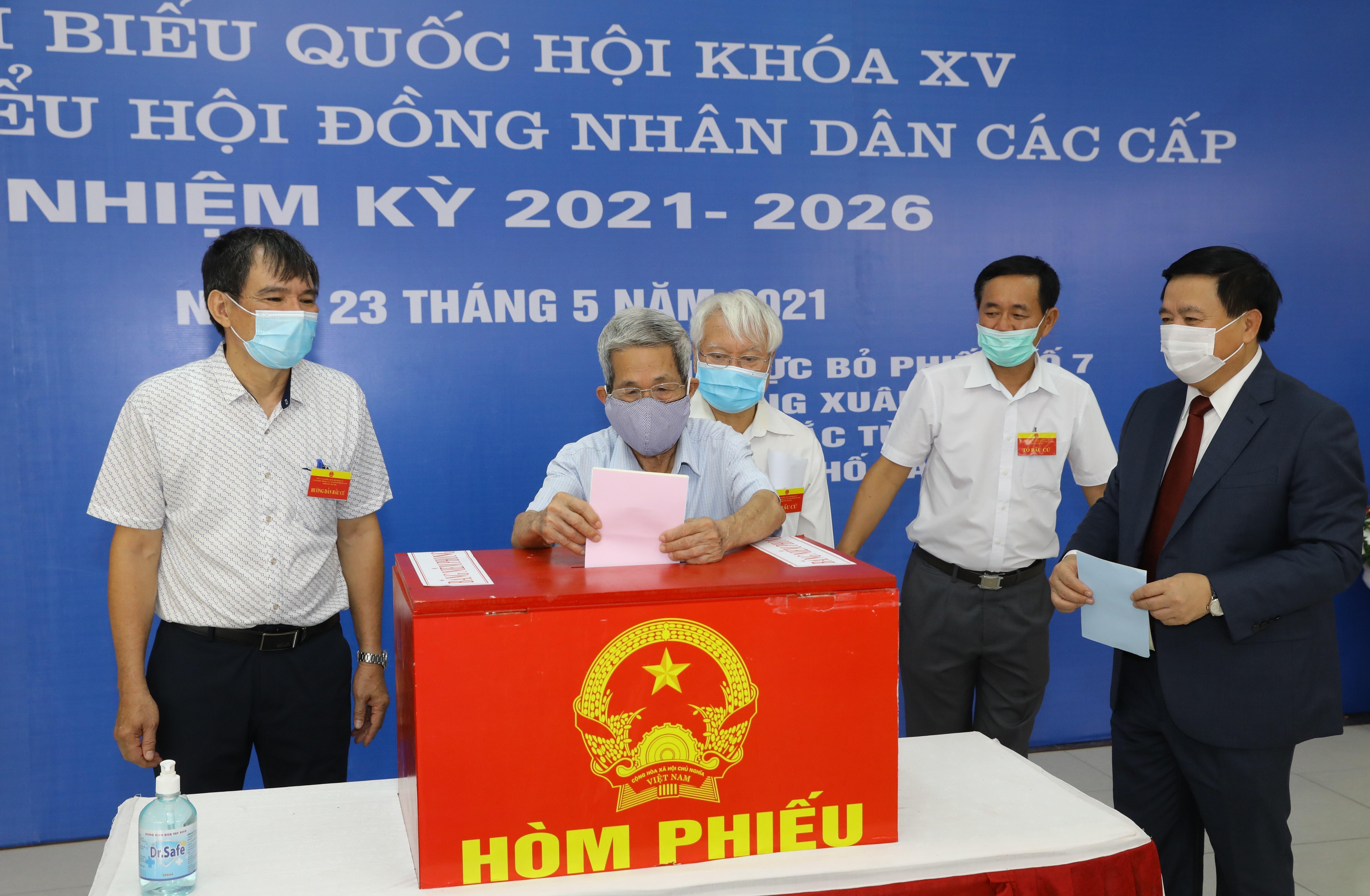 Les Vietnamiens votent pour les 15es legislatives hinh anh 11