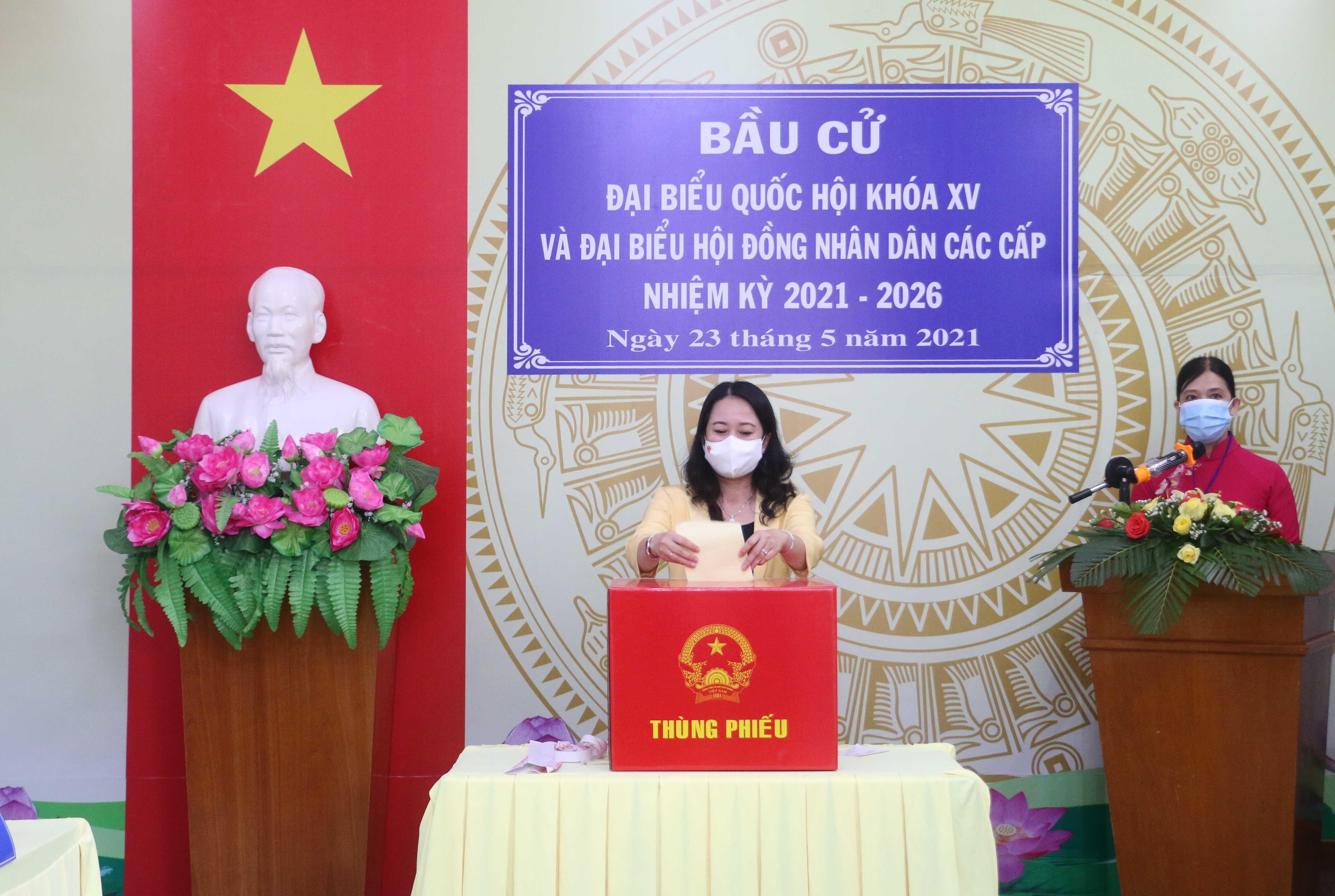 Les Vietnamiens votent pour les 15es legislatives hinh anh 4