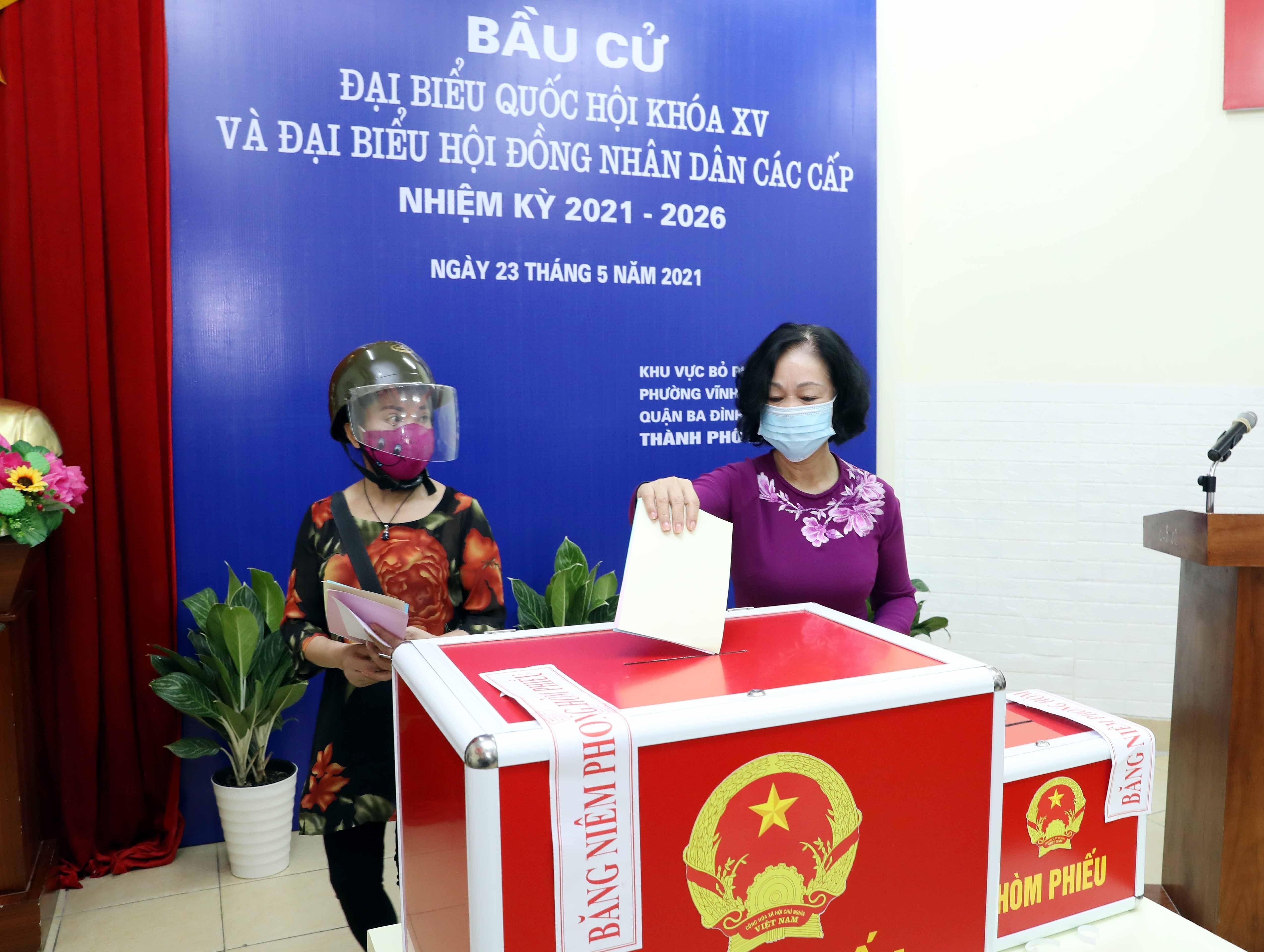 Les Vietnamiens votent pour les 15es legislatives hinh anh 6