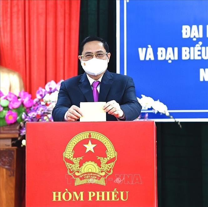 Les Vietnamiens votent pour les 15es legislatives hinh anh 8