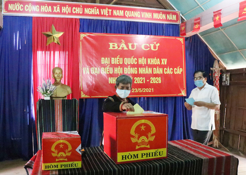 Les Vietnamiens votent pour les 15es legislatives hinh anh 13