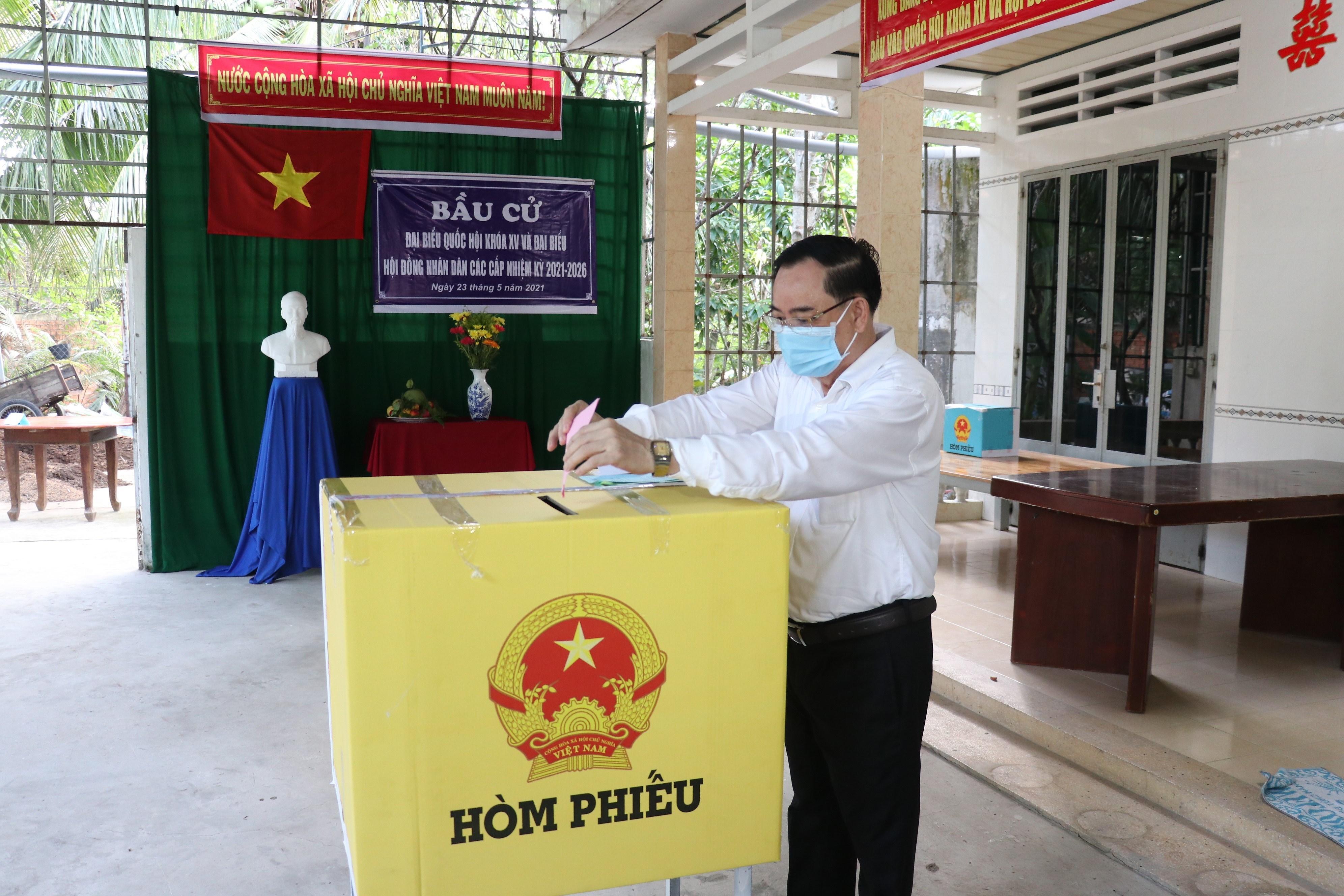 Les Vietnamiens votent pour les 15es legislatives hinh anh 17