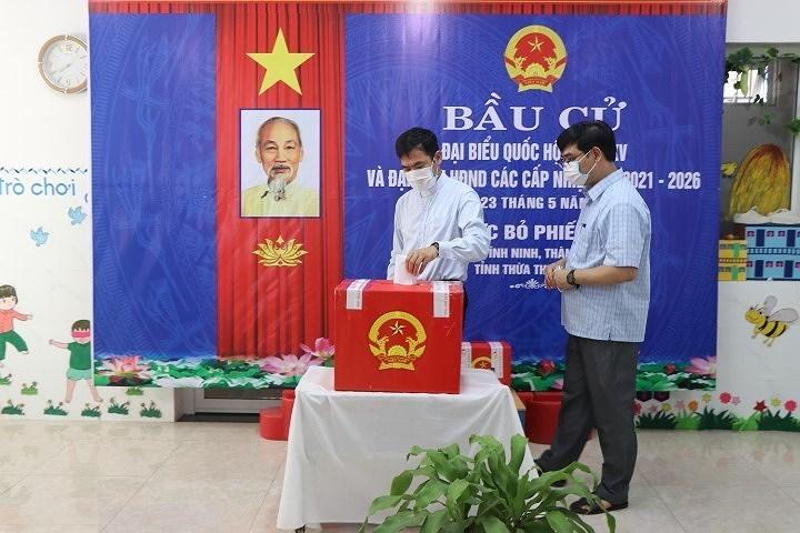 Les Vietnamiens votent pour les 15es legislatives hinh anh 14