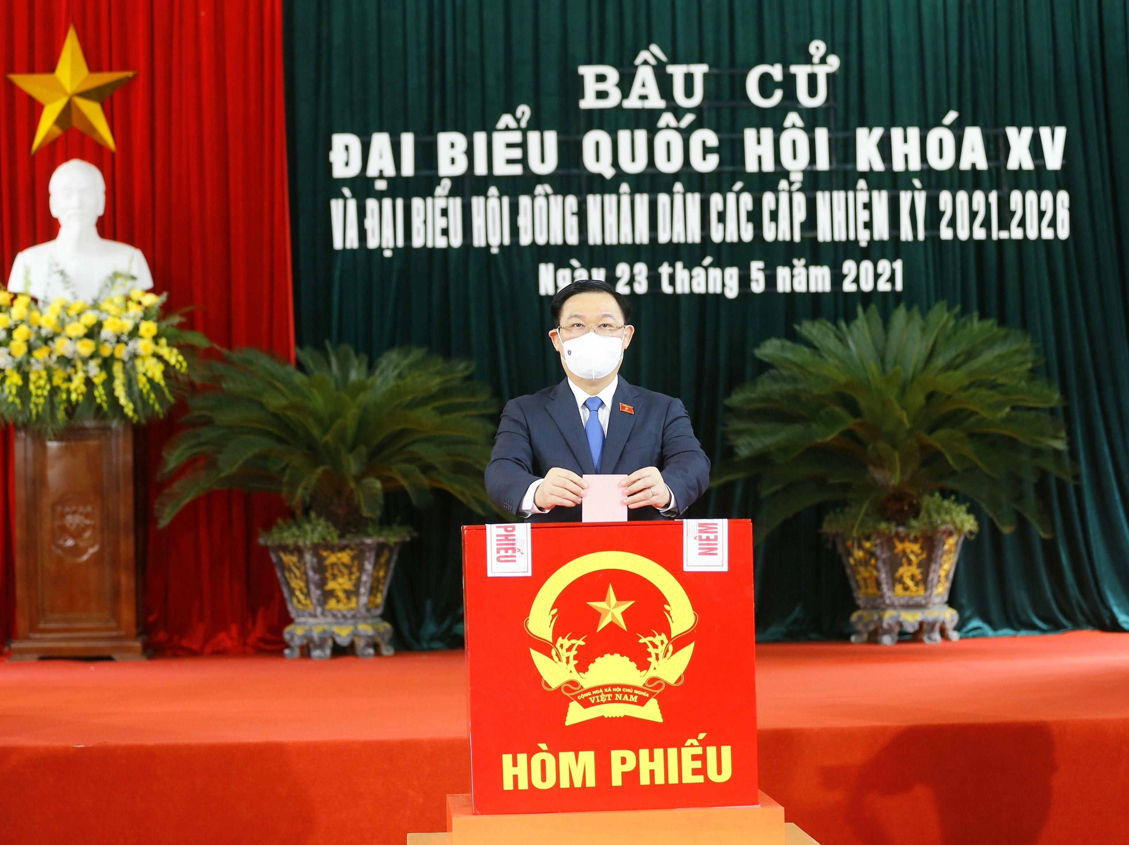 Les Vietnamiens votent pour les 15es legislatives hinh anh 15