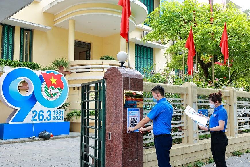 Les jeunes de Hanoi appliquent les TI au service des elections legislatives hinh anh 1