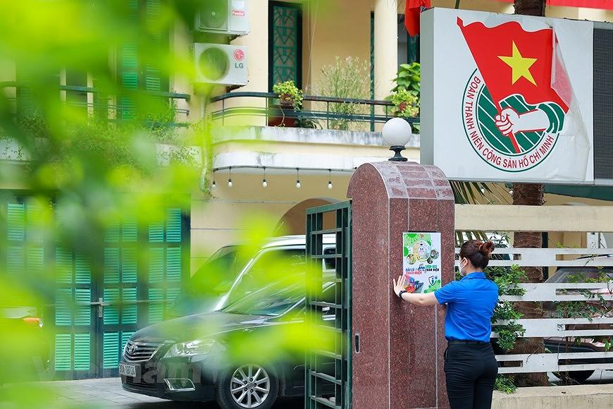 Les jeunes de Hanoi appliquent les TI au service des elections legislatives hinh anh 2