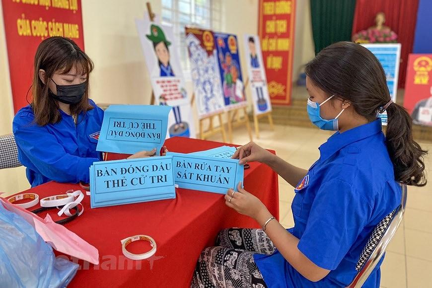 Les jeunes de Hanoi appliquent les TI au service des elections legislatives hinh anh 6