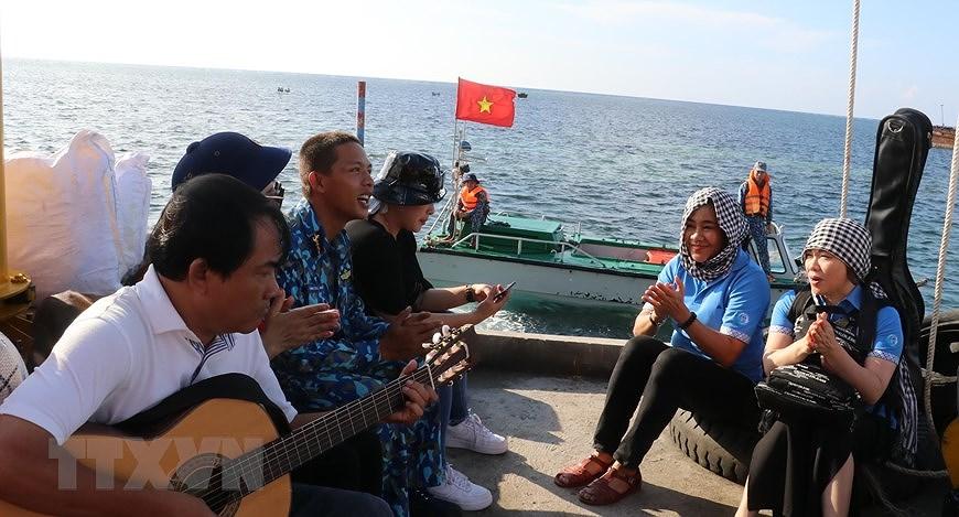 Le drapeau national sacre sur l'archipel de Truong Sa (Spratleys) hinh anh 3