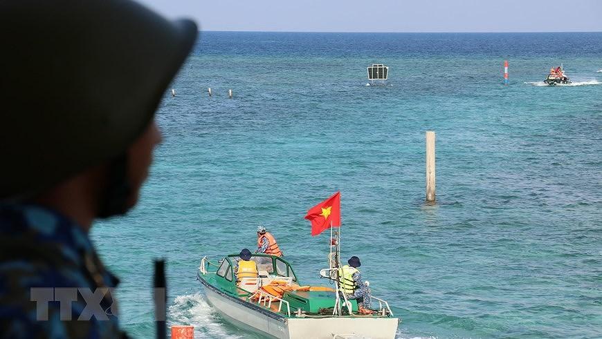 Le drapeau national sacre sur l'archipel de Truong Sa (Spratleys) hinh anh 6