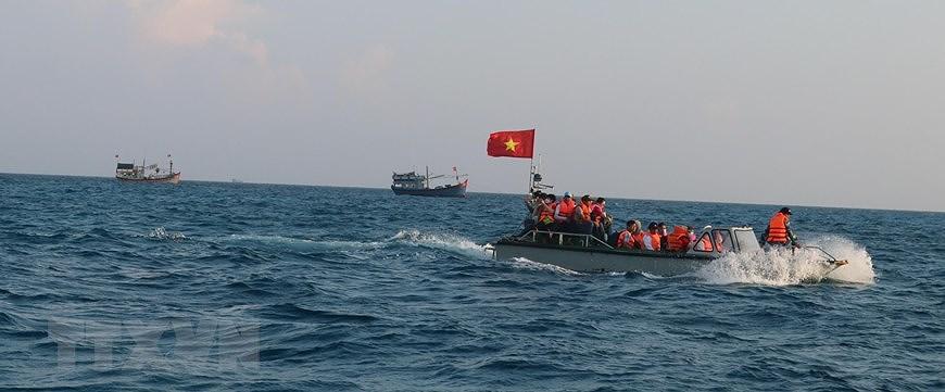Le drapeau national sacre sur l'archipel de Truong Sa (Spratleys) hinh anh 8